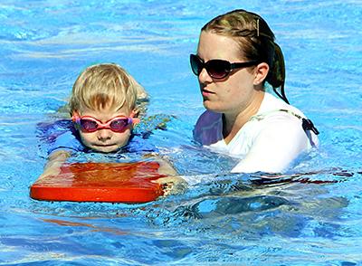 swimming-286211_resized
